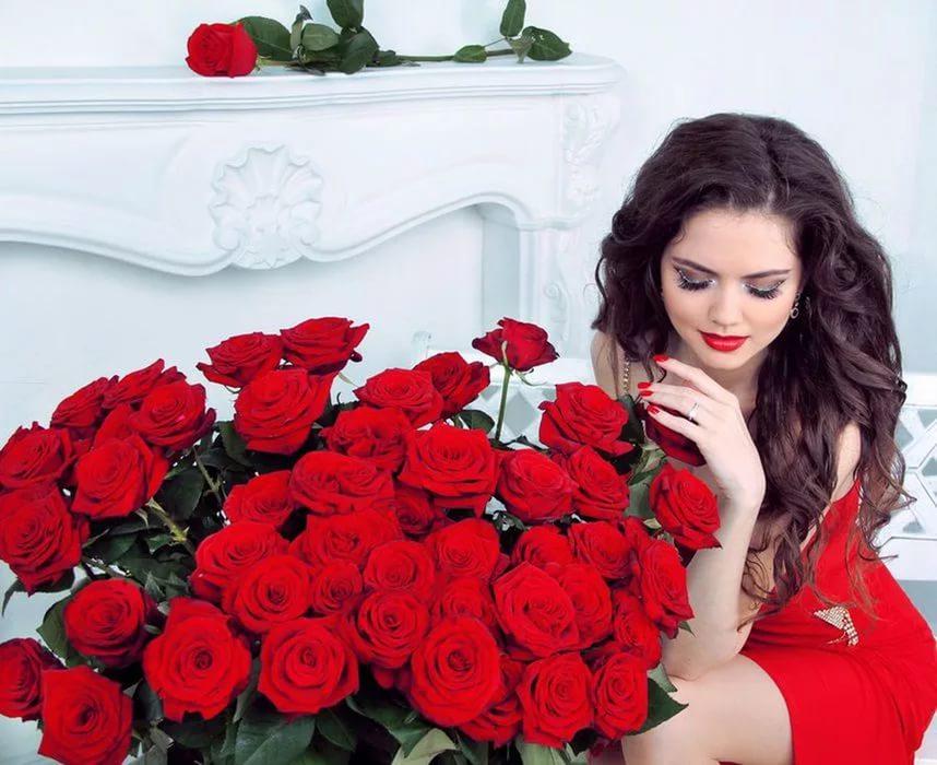 Красивое брюнетки с цветами